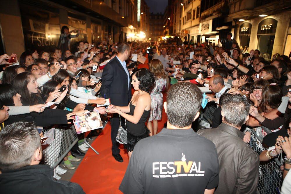 Andrea Duro en la alfombra naranja del FesTVal