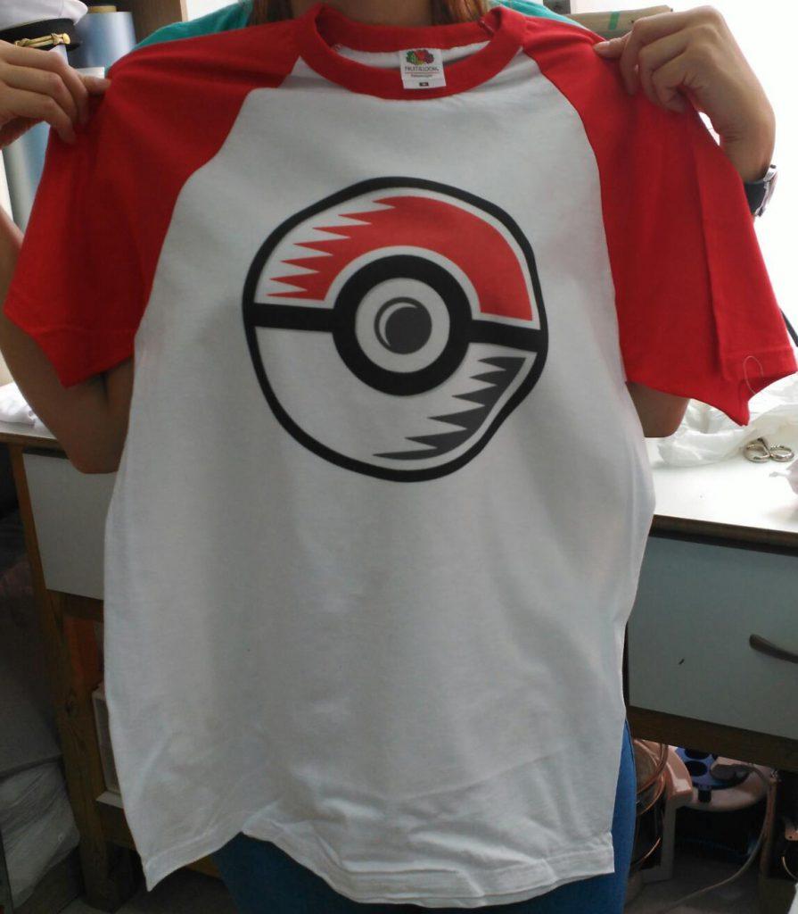 camiseta personalizada pokeball